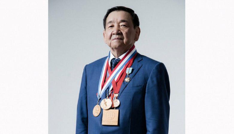 Мемлекет басшысы даңқты палуан, Қазақстанның Еңбек Ері Жақсылық Үшкемпіровтің отбасына көңіл айтты