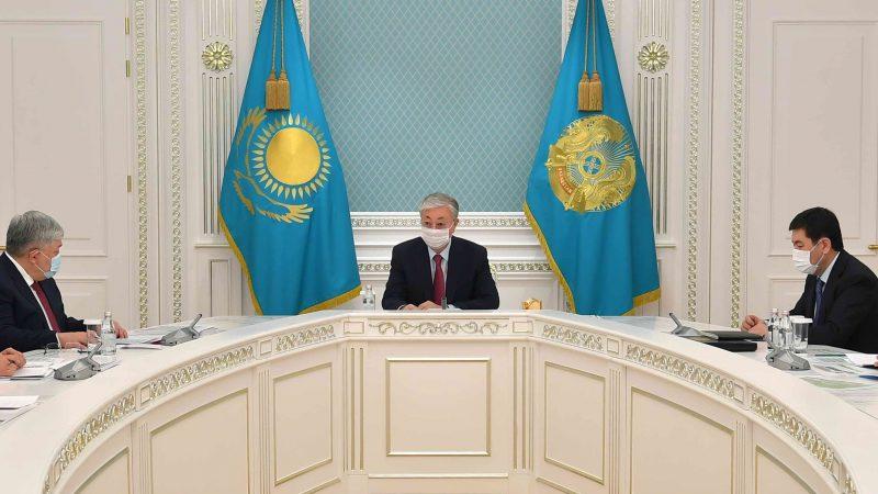 Мемлекет басшысы қазақ әліпбиін латын графикасына көшіру мәселесі бойынша кеңес өткізді
