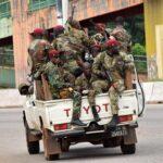 Гвинеяда бүлікшілер коменданттық сағат енгізді